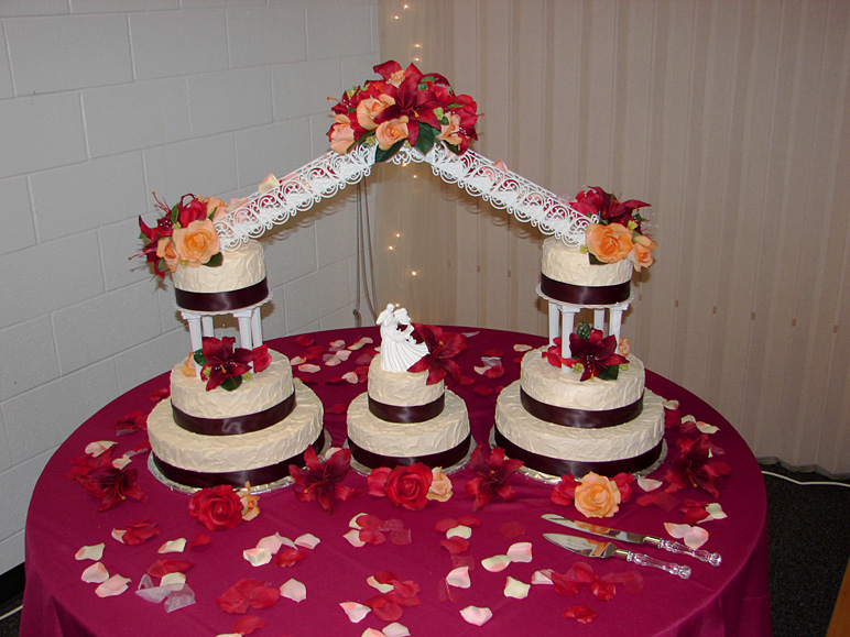 My cousin's wedding cake (208.36 KB)