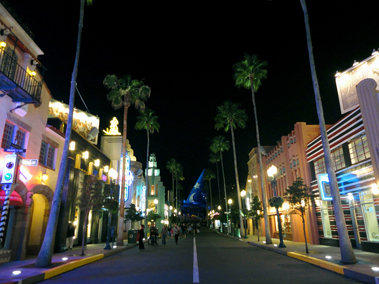 Hollywood Studios looking pretty deserted.   (199.33 KB)