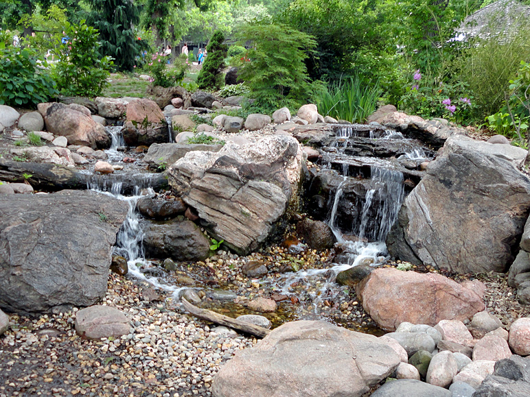 This is a nice water feature at the Henry Doorly Zoo (357.77 KB)