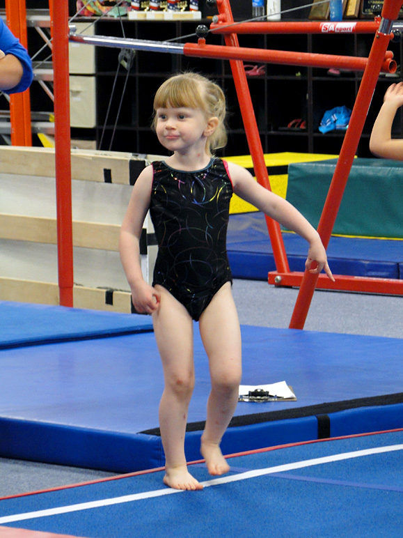 Katelyn at her gymnastics class (201.82 KB)
