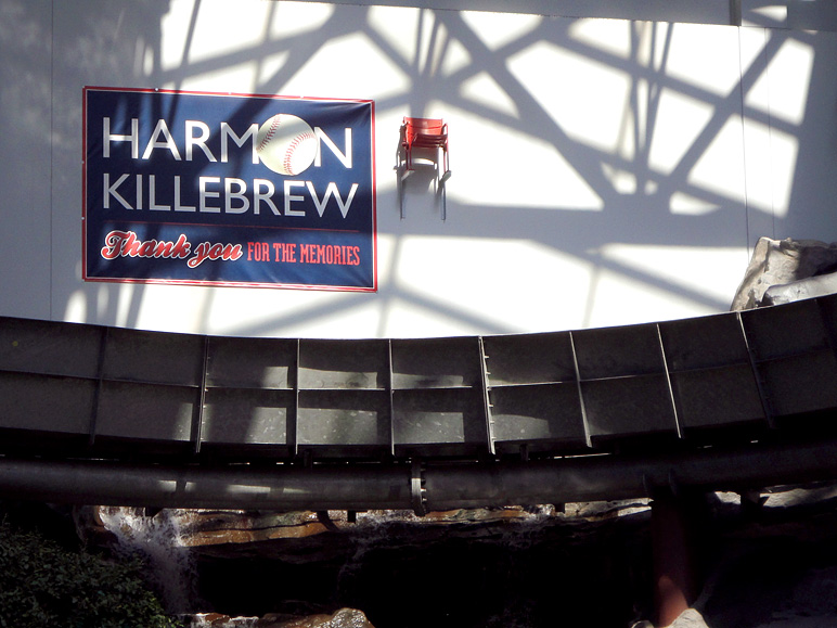 Here's a little tribute to Harmon Killebrew at the Mall of America (164.48 KB)