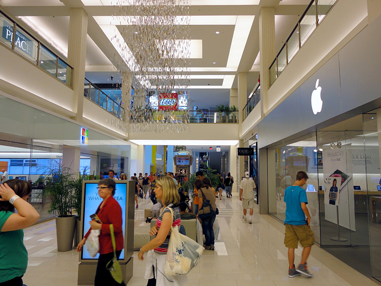 The Microsoft Store and Apple Store are directly across the hall from one another at the Mall of America (226.40 KB)