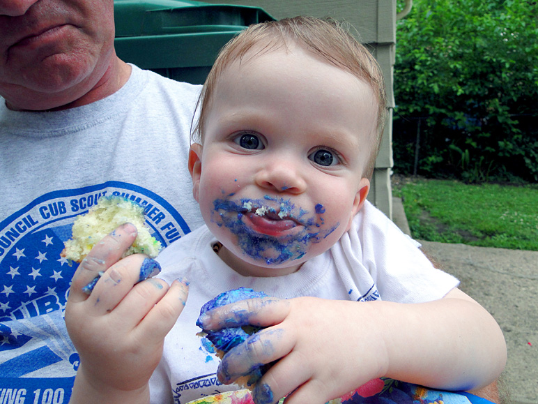 Like I said, Luke enjoyed the cupcakes.  :-) (228.63 KB)