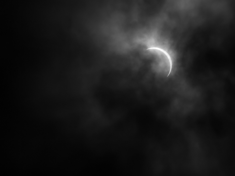 A photo of the eclipse, 6 minutes after totality ended (C3). (50.01 KB)